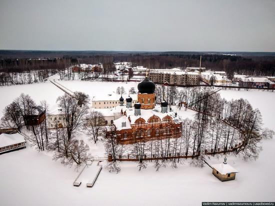 Winter in Svyato-Vvedensky Island Convent near Pokrov, Vladimir Oblast, Russia, photo 2