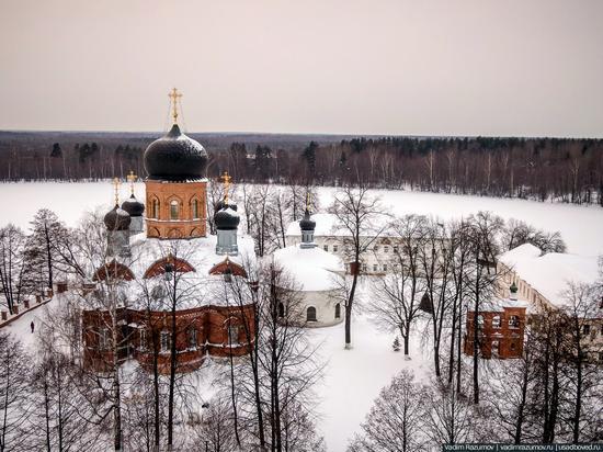 Winter in Svyato-Vvedensky Island Convent near Pokrov, Vladimir Oblast, Russia, photo 3