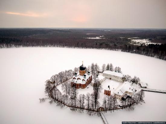Winter in Svyato-Vvedensky Island Convent near Pokrov, Vladimir Oblast, Russia, photo 6