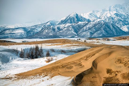 Snow-covered Chara Sands desert, Siberia, Russia, photo 10
