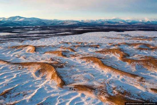 Snow-covered Chara Sands desert, Siberia, Russia, photo 11