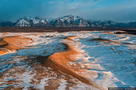 Snow-covered Chara Sands desert, Siberia, Russia, photo 12