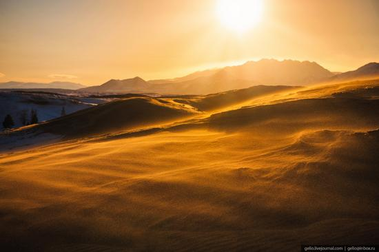 Snow-covered Chara Sands desert, Siberia, Russia, photo 13