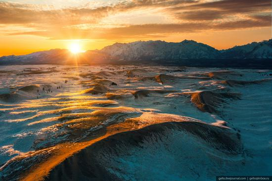 Snow-covered Chara Sands desert, Siberia, Russia, photo 14
