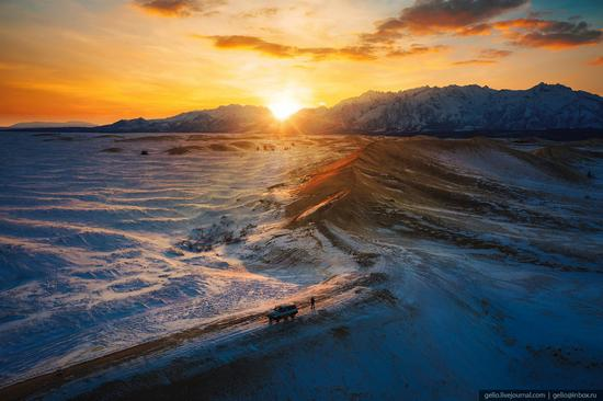 Snow-covered Chara Sands desert, Siberia, Russia, photo 15