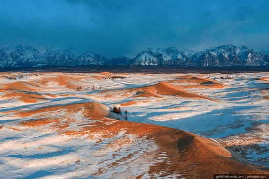 Snow-covered Chara Sands desert, Siberia, Russia, photo 5