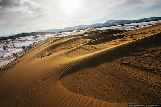Snow-covered Chara Sands desert, Siberia, Russia, photo 6