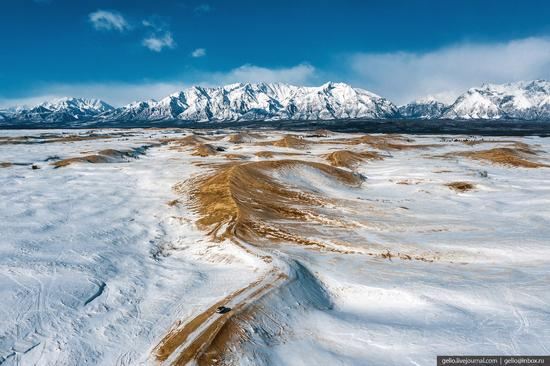 Snow-covered Chara Sands desert, Siberia, Russia, photo 7