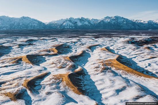 Snow-covered Chara Sands desert, Siberia, Russia, photo 8