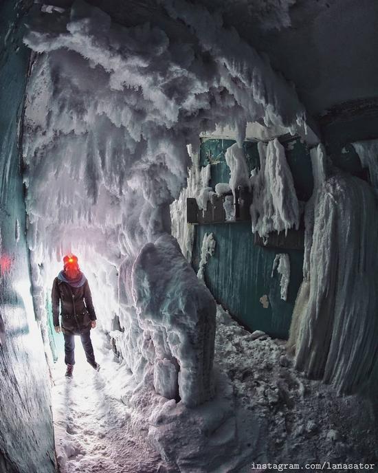 Frozen Abandoned Apartment Buildings in Vorkuta, Russia, photo 1