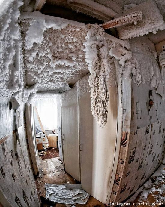Frozen Abandoned Apartment Buildings in Vorkuta, Russia, photo 10