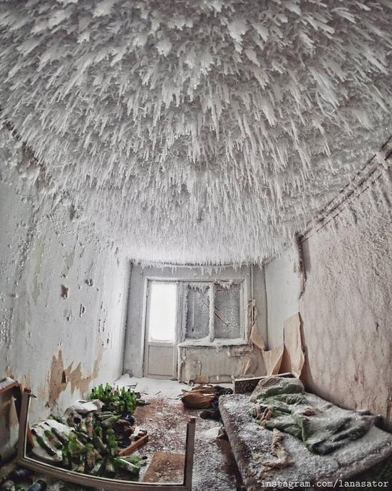 Frozen Abandoned Apartment Buildings in Vorkuta, Russia, photo 14