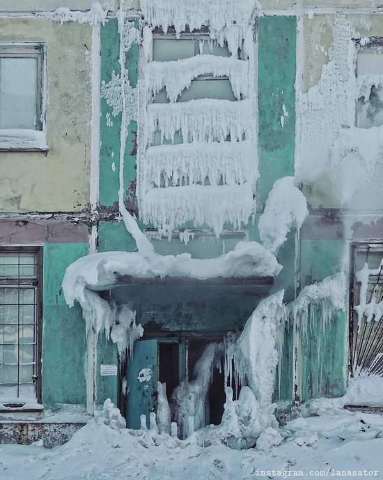 Frozen Abandoned Apartment Buildings in Vorkuta, Russia, photo 16