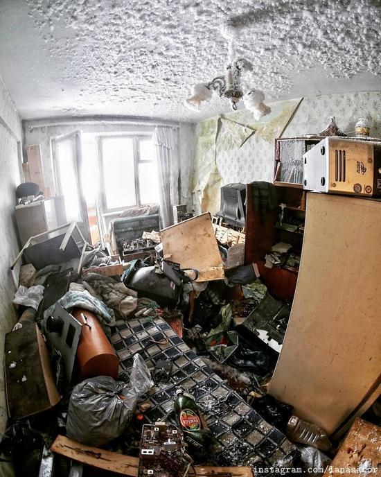 Frozen Abandoned Apartment Buildings in Vorkuta, Russia, photo 17