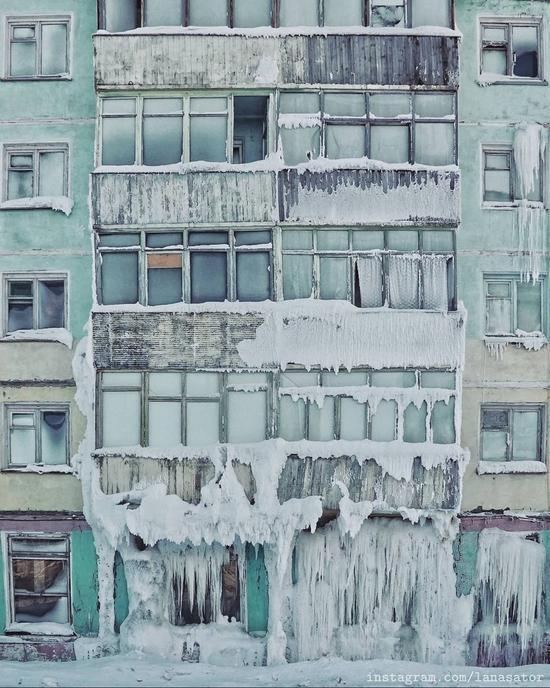 Frozen Abandoned Apartment Buildings in Vorkuta, Russia, photo 18
