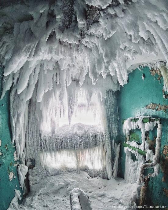 Frozen Abandoned Apartment Buildings in Vorkuta, Russia, photo 2
