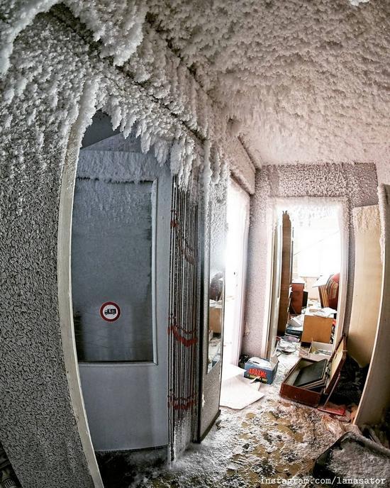Frozen Abandoned Apartment Buildings in Vorkuta, Russia, photo 4