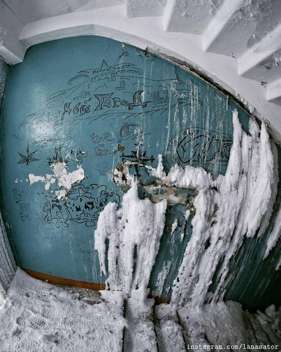 Frozen Abandoned Apartment Buildings in Vorkuta, Russia, photo 5