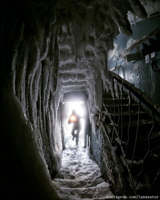 Frozen Abandoned Apartment Buildings in Vorkuta, Russia, photo 6