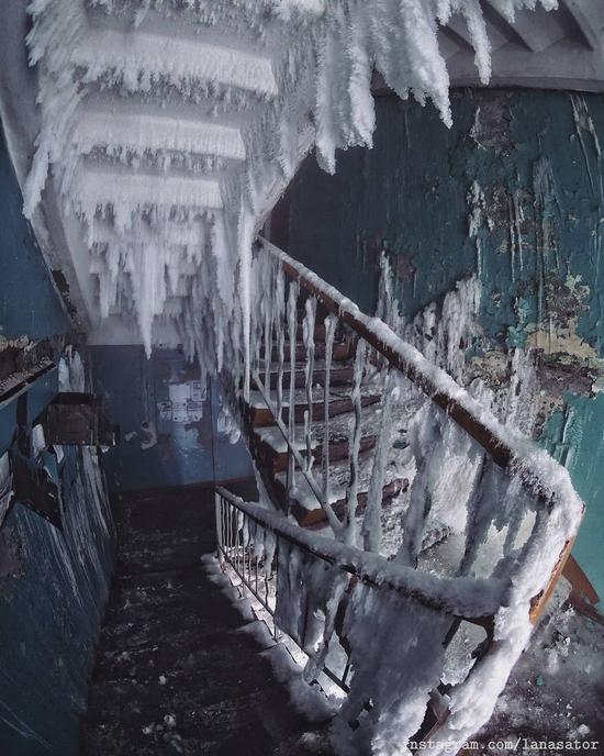 Frozen Abandoned Apartment Buildings in Vorkuta, Russia, photo 8
