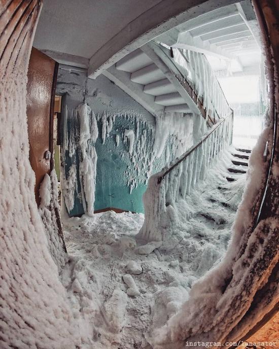 Frozen Abandoned Apartment Buildings in Vorkuta, Russia, photo 9