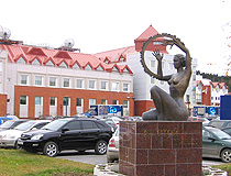 Sculpture of a woman with a tambourine in Khanty-Mansiysk