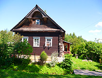 Wooden village house in Leningrad oblast