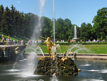 Samson and the Lion fountain in Peterhof