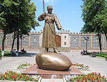 Monument to Dzaug Bugulov - the founder of the Ossetian settlement of Dzaudzhikau