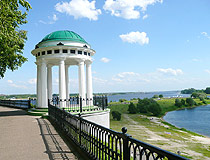 Arbour rotunda on the Volga embankment in Yaroslavl